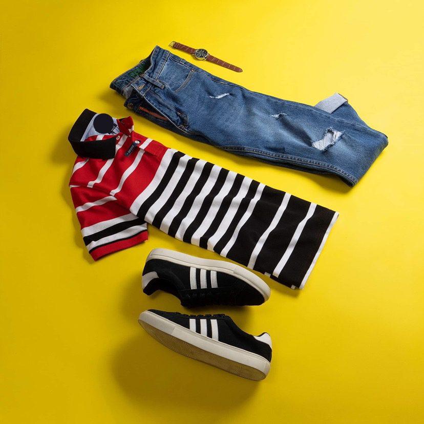 Chiếc quần jeans sẽ không bao giờ bị lãng quên với set đồ cùng chiếc áo polo này. Đur thời trang đủ trẻ trung cho những tín đồ mê polo
