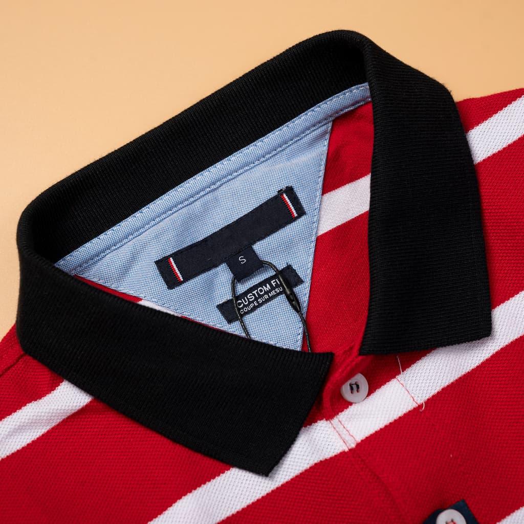 Áo Polo Sọc Ngang Tommy hình chi tiết cổ áo