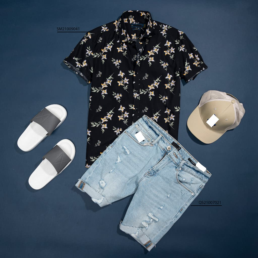 Mix and Match sơ mi floral và quần jeans rách