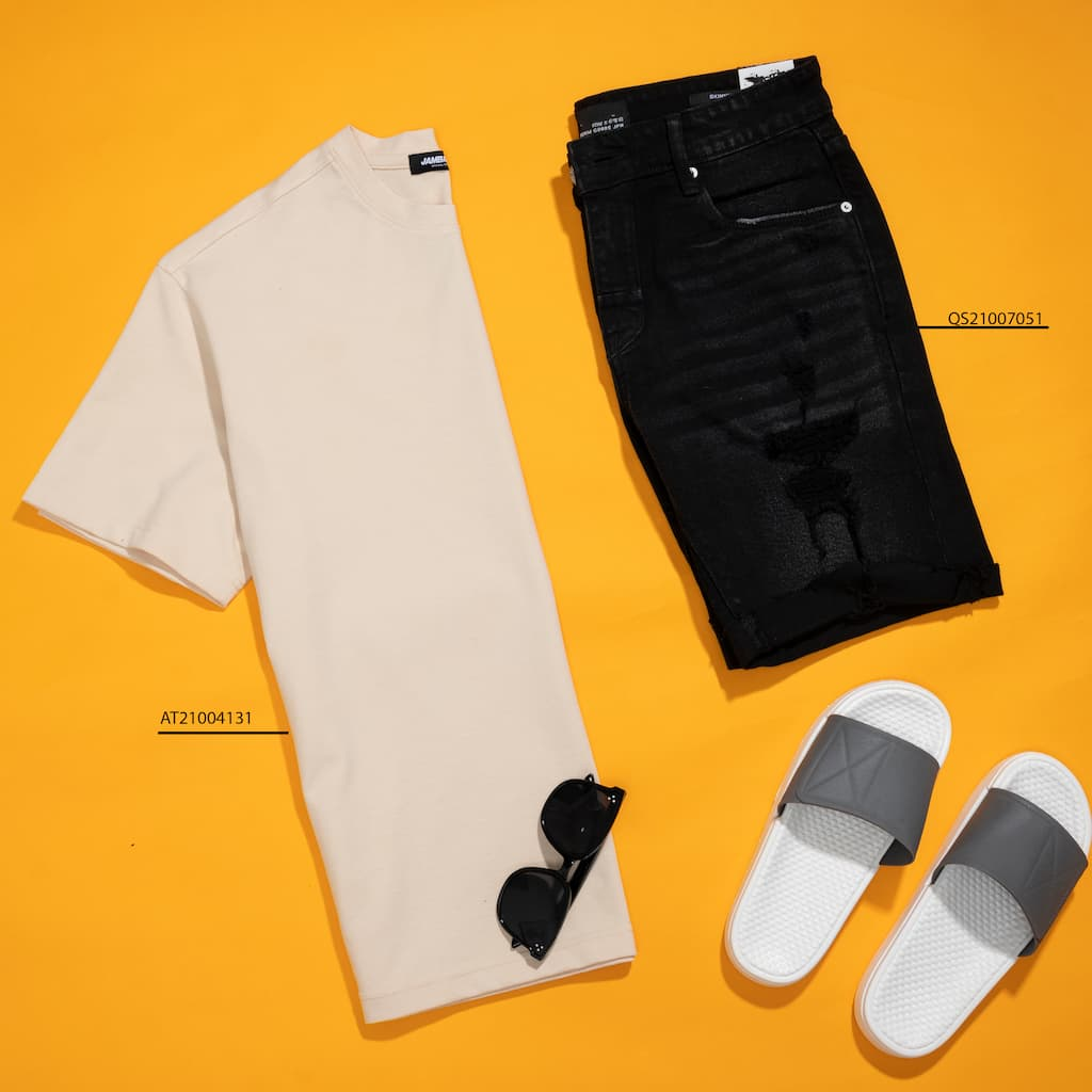 Mix and match áo thun và short đen