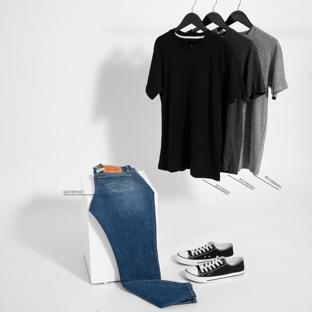 Mix and Match áo phông cơ bản và jeans dài